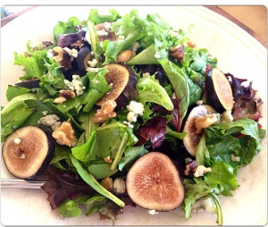 Fig Salad with Walnuts and Blue Cheese